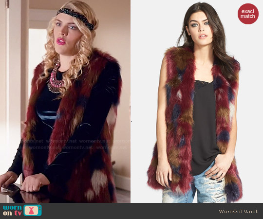 WAYF Faux Fur Long Vest worn by Busy Philipps on Cougar Town