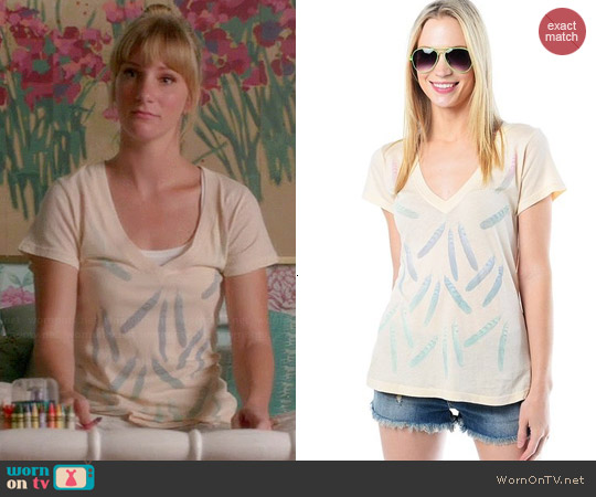 Wildfox Falling Feathers Tee worn by Heather Morris on Glee
