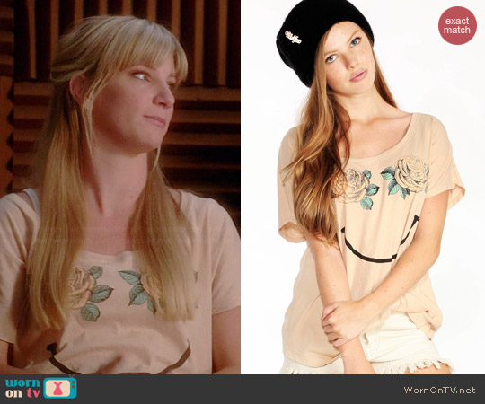 Wildfox Happy Roses Goldie Tee worn by Heather Morris on Glee