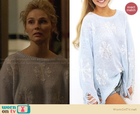 Wildfox Snowflake Sweater in Hazy Blue worn by Clare Bowen on Nashville