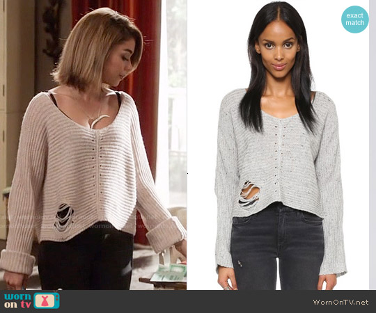 Wildfox Terra Crop Sweater in Heather Grey worn by Sarah Hyland on Modern Family