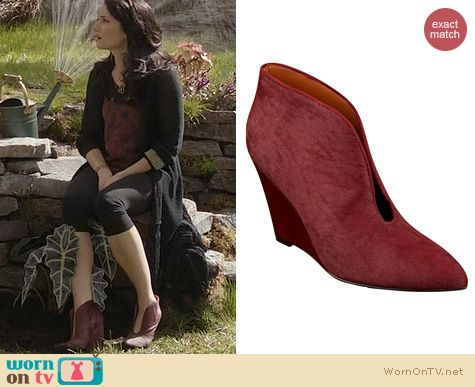 Witches of East End Shoes: Nine West Destino Booties worn by Madchen Amick