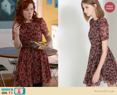 Zara Printed Dress worn by Jane Levy on Suburgatory