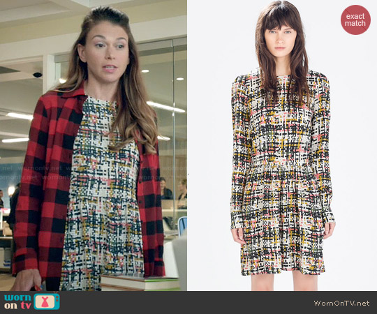 Zara Printed Long Sleeve Dress worn by Sutton Foster on Younger