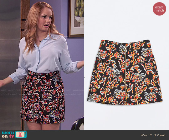 Zara Printed Skirt with Zip Front worn by Debby Ryan on Jessie