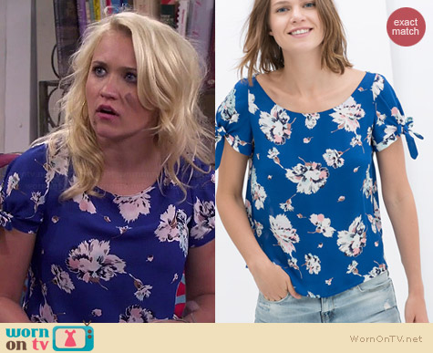 WornOnTV Gabis Blue Floral Top On Young And Hungry