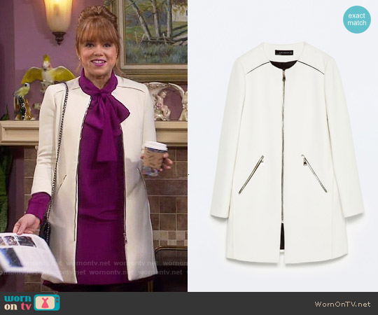 Zara Zipped Coat with Round Neck worn by Kristin Baxter on Last Man Standing